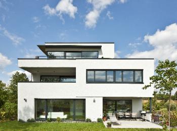 Hausbau modern flachdach for Modernes haus berg